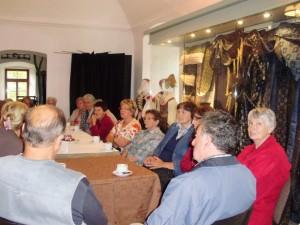 seniori v múzeu